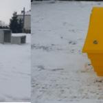 Pojemniki z mieszanką piasku i soli na ulicach Goniądza.